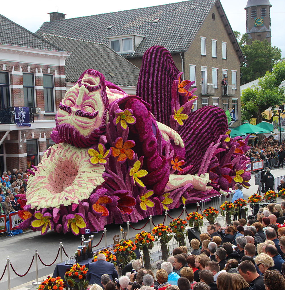 Photo by Erwin Martens Another year, another Corso Zundert ( previously ), the legendary parade of g