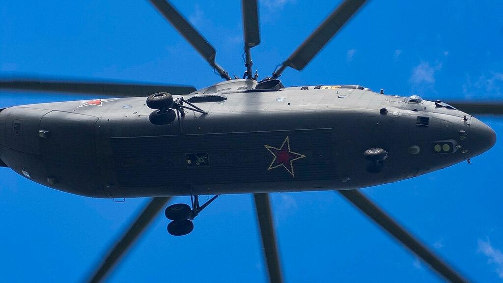 RF-95568 06YELLOW MI26 Russian Air Force UUMB 1.jpg