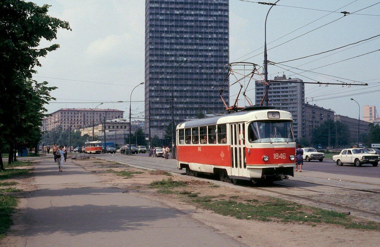 Волоколамское шоссе. Остановка «Институт Гидропроект»