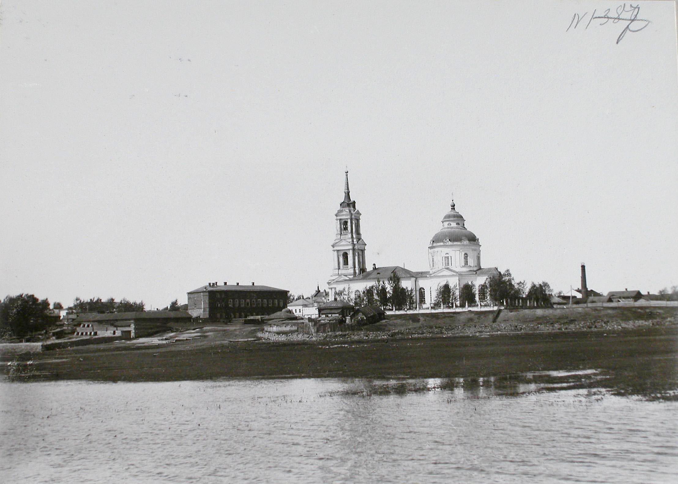 Вид на Покровскую церковь, в которой находился образ трех святителей, подаренный Иваном Грозным g