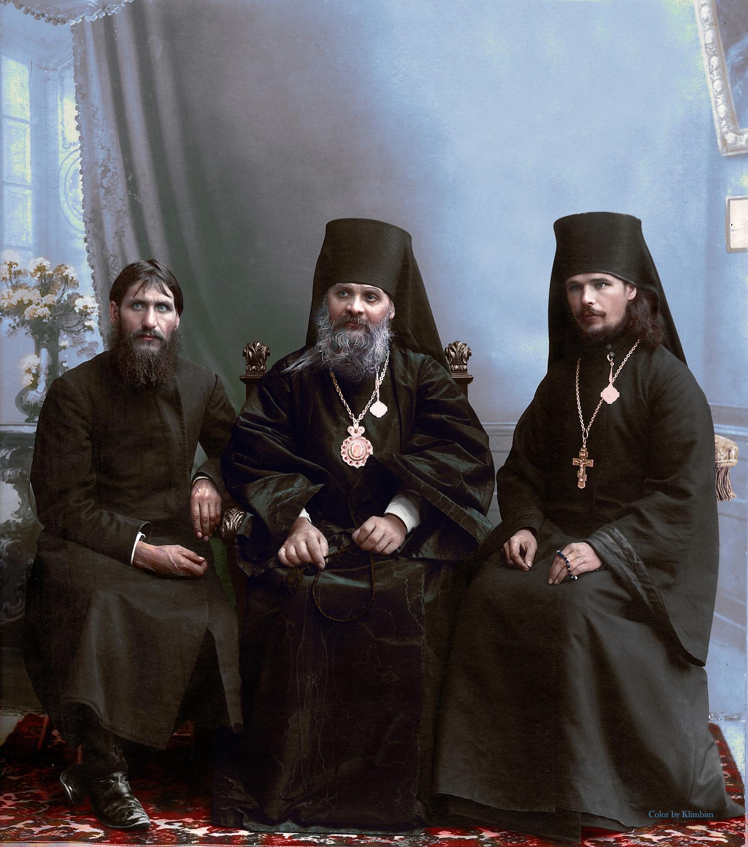 Григорий Распутин, епископ Гермоген и иеромонах Илиодор  (в миру Сергей Труфанов) в Царицыне. 1909