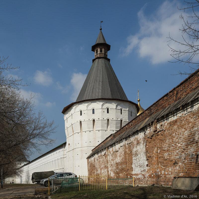Юго-западная башня Новоспасского монастыря