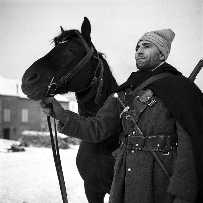 Un Spahi de la 3e BS (Brigade de Spahis) durant l'hiver 1940 dans les Ardennes.