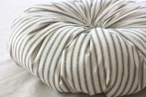 мягкие текстильные тыквы своими руками, как сделать тыкву из ткани своими руками мастер-класс, тыквы из ткани идеи, красивые тыквы из ткани фото, как сшить тыкву из ткани, как сшить подушку в виде тыквы, как сшить игольницу в виде тыквы своими руками, простой мастер-класс по изготовлению текстильной тыквы, тыквы из текстиля идеи, красивые тыквы из текстиля фото, красивые тыквы из разных материалов, как легко сшить тыкву мастер-класс, из чего можно сделать тыку, красивые игольницы из ткани, красивые диванные подушки, мягкая игрушка тыква мастер-класс, тыква в винтажном стиле, тыква в стиле шебби шик, тыква из трикотажа, как украсить текстильную тыкву идеи, тыквы для уклонения дома, осенний декор для дома в виде тыковок, оригинальные тыквы из текстиля, украшения для интерьера в виде тыквы, интерьерный декор на день Благодарения, интерьерный декор на праздник урожая, осенний декор, игольницы в виде овощей, подушки в виде овощей идеи, мастер-клааа по шитью тыквы, как сшить подушку тыкву мастер клас с пошаговым фото, как сшить игольницу пошаговый мастер-класс, Веселые тыквы из цветных тканей (МК), Игольница «Тыква» своими руками, Красивая фигурная тыква из ткани Текстильная тыква с хвостиком (МК), Тыква-игольница — оранжевое осеннее настроение, «Тыква» — декоративная подушка (МК), Тыковка за 20 минут для не умеющих шить Тыковка с фигурными листиками, Фигурная тыква с бантиком (МК),Винтажные тыквы из ткани на Хэллоуин своими руками