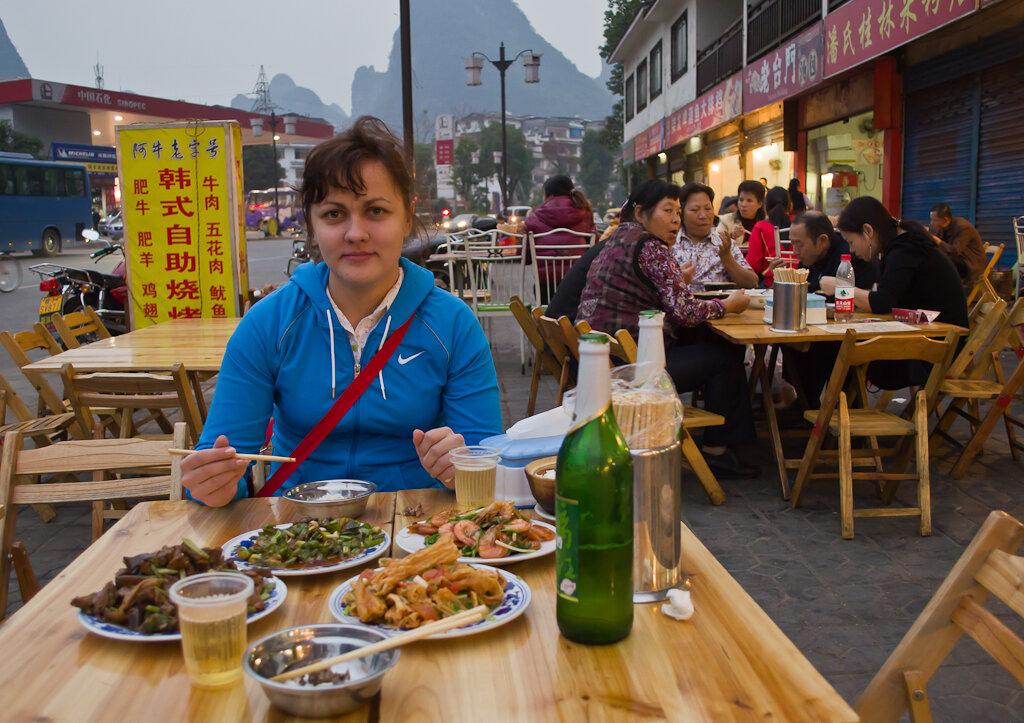 Отзывы туристов об отдыхе в Китае. Она еще не знает, что придется попробовать через несколько минут в кафе в Яншо