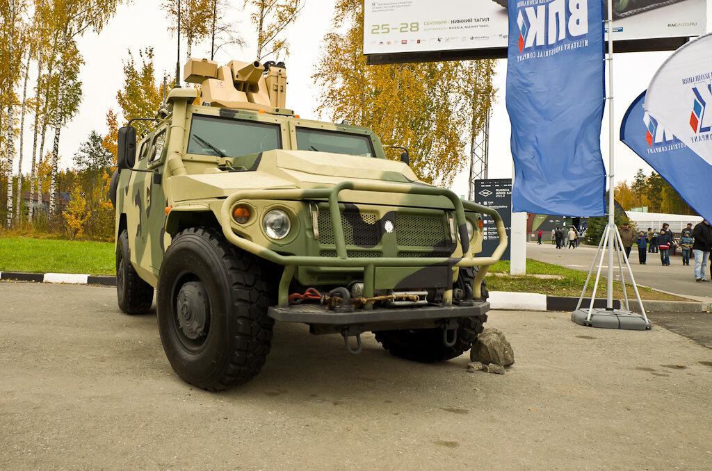 """Фотография: """"Русский Хаммер"""" на выставке Russia Arms Expo 2013. Фотоаппарат Nikon D5100 и широкоугольный объектив Samyang AE 14mm f/2.8 ED AS IF UMC."""