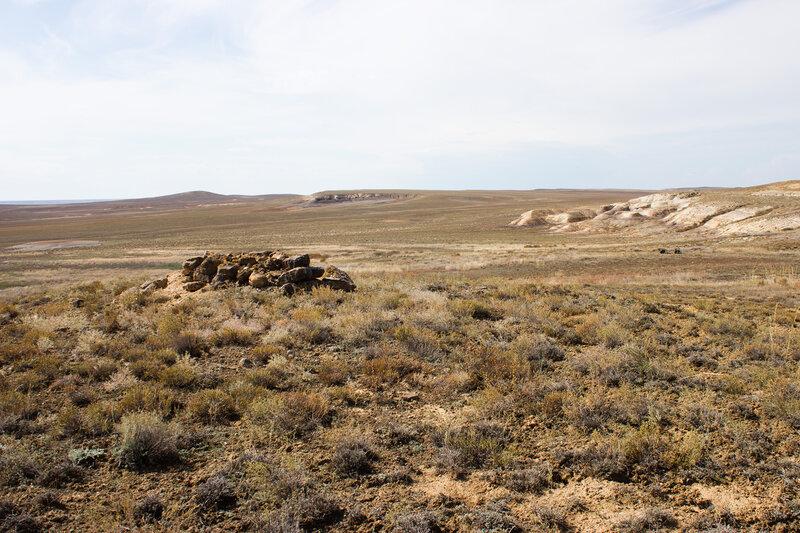 могила у горы Акжал