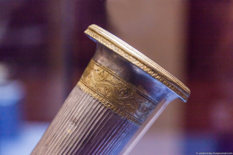 Позолота орнамента ритона