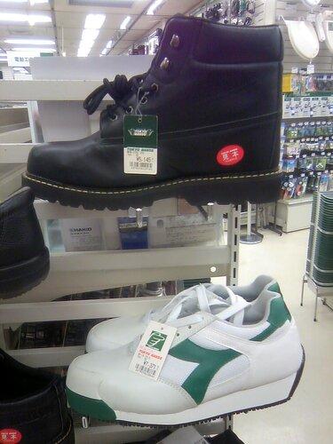 ботинки и кроссовки с металлическим носком (для рабочих)