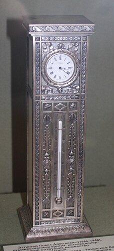 Часы и термометр