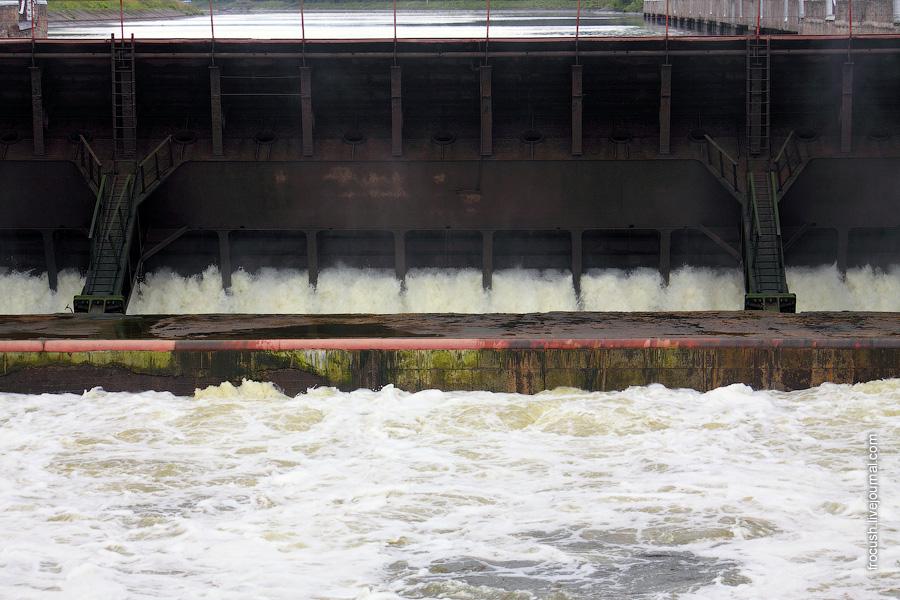 Наполнение водой камеры шлюза №6 канала имени Москвы