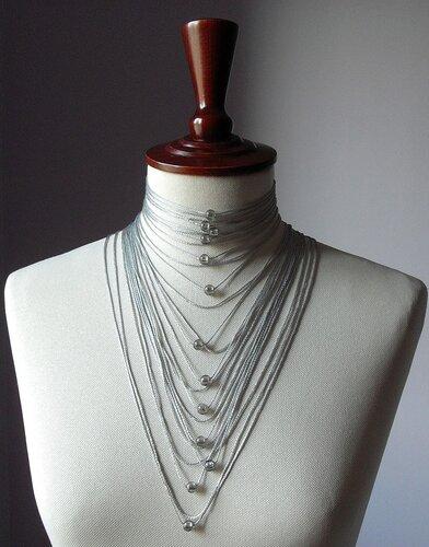 Украшение связанное крючком пряжей с люрексом.