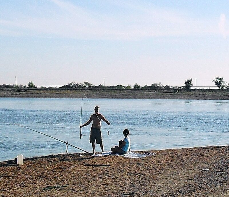 Рыбаки на переправе...