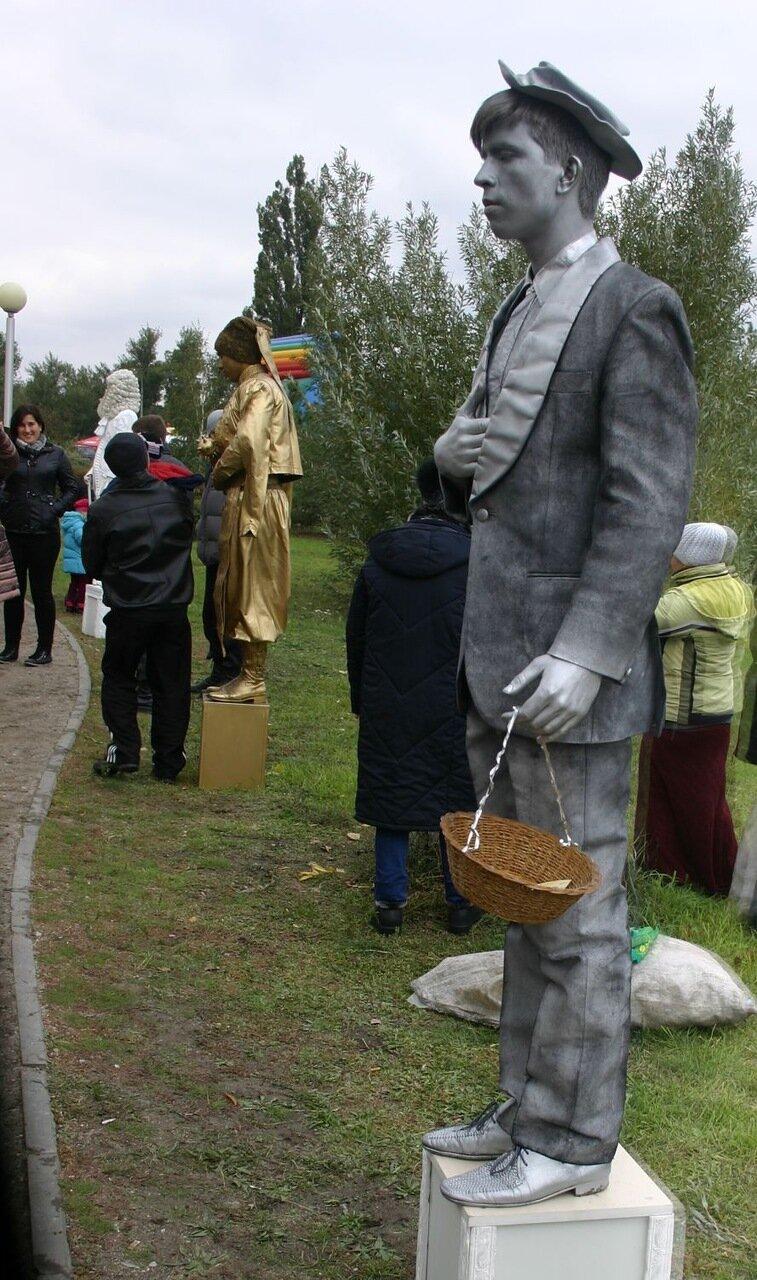 ФОТОРЕПОРТАЖ: В День города мэру вручили большой ключ, а запорожцев развлекали живые статуи, фото-5