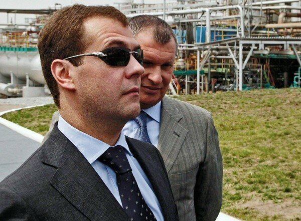 Медведев и очки