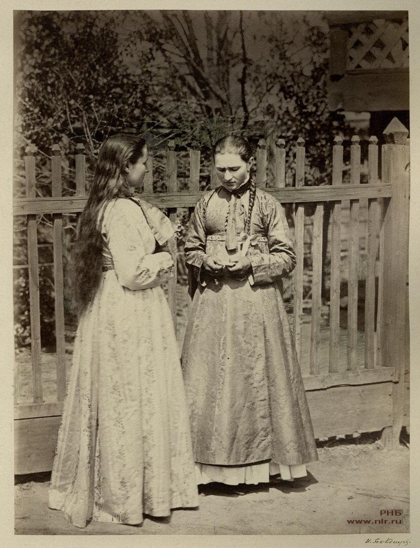Девицы в кубиляках. Донской нарядный костюм. 1875-1876