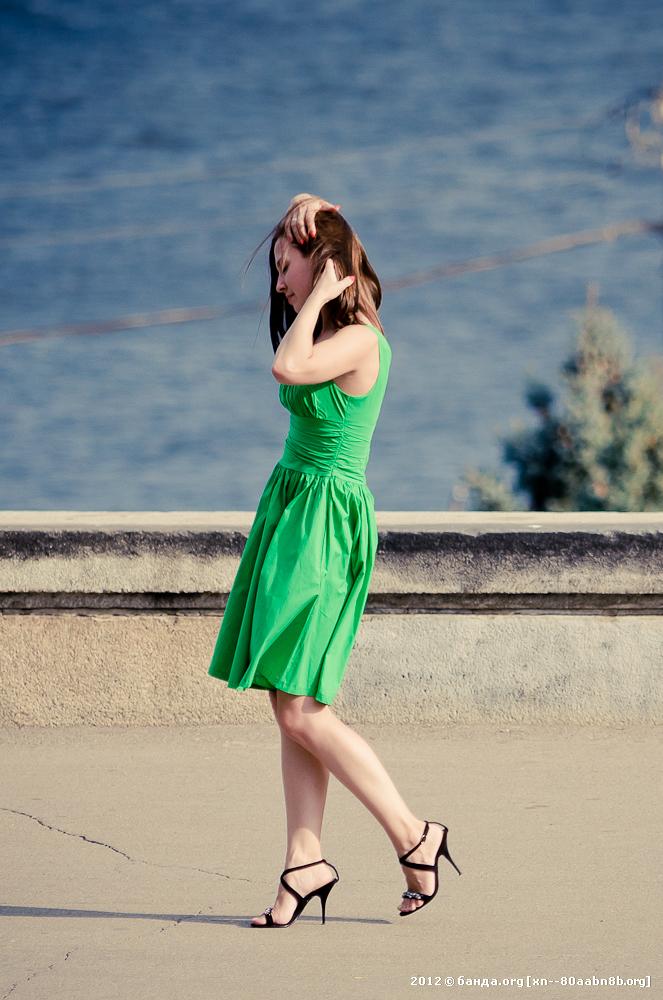В платье зеленом