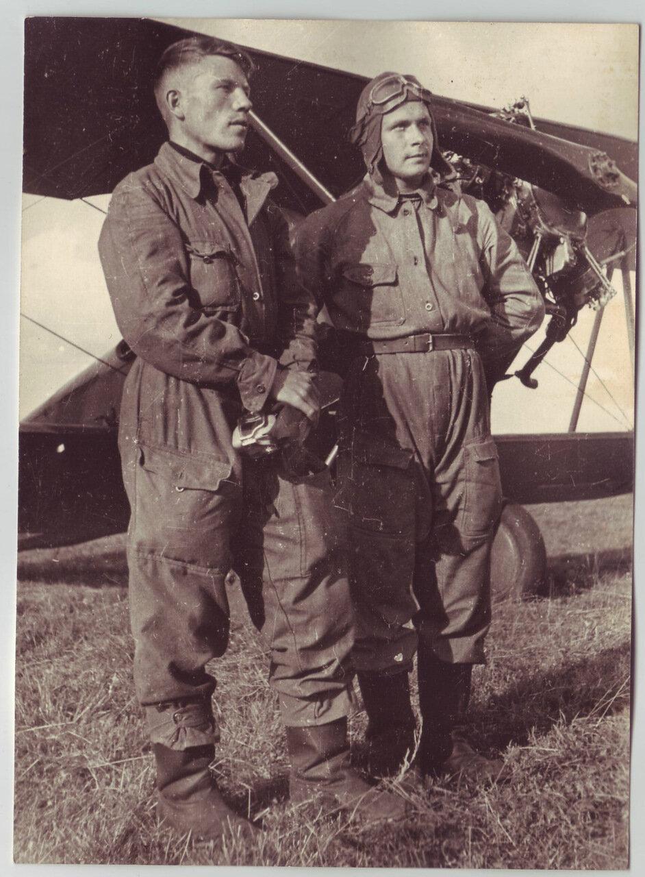 Пилоты возле самолета