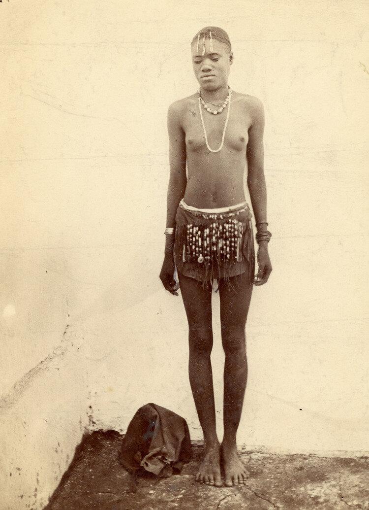 Девушка племени Матабеле (Зимбабве), конца XIX века или начала XX века