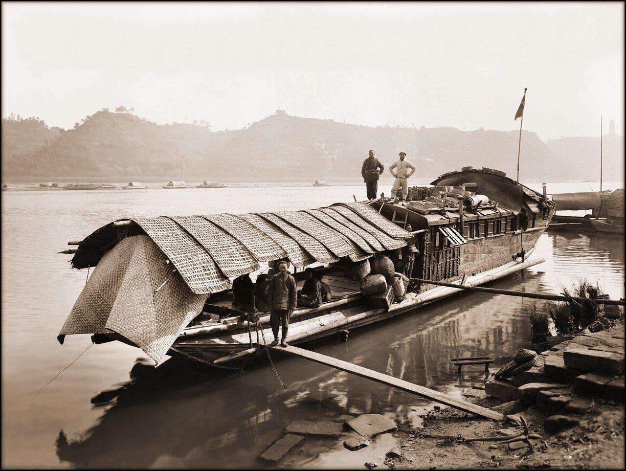 1908. Плавучий дом в Китин-Фу