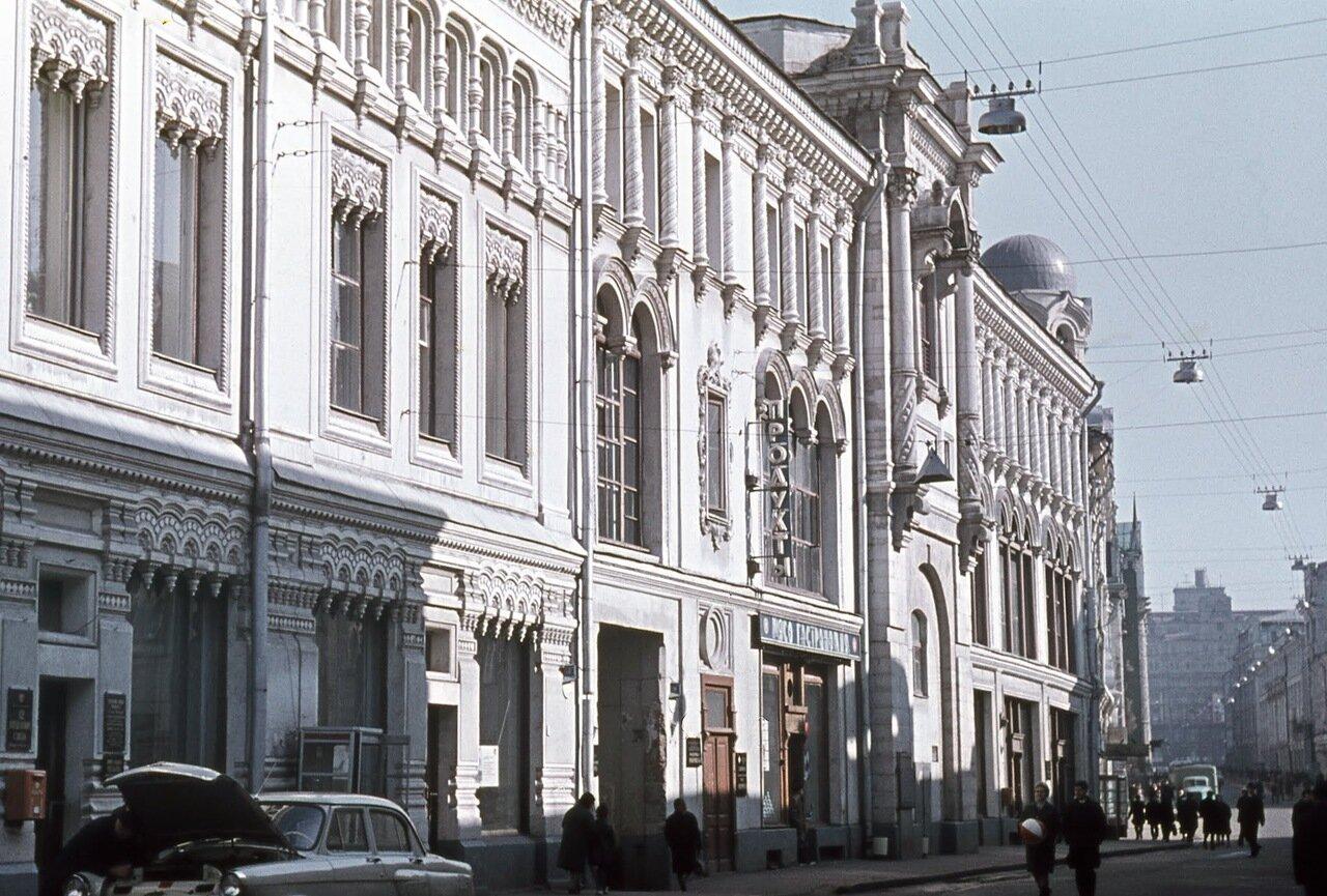 Никольская (ул. 25-летия Октября), вид на Лубянку.