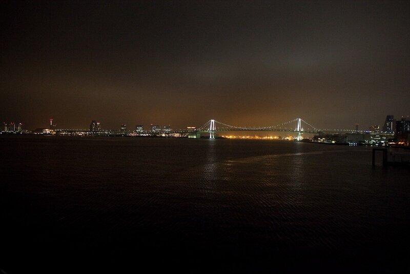 Радужный мост ночью