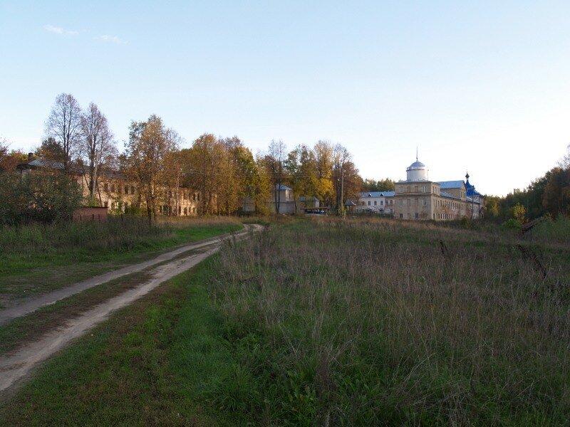 Вид на Николо-Бабаевский монастырь