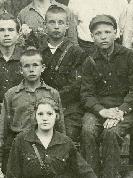Советские молодые люди 1930-х годов в юнгштурмовках.