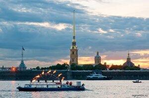 Вечер перед «Алыми парусами» (Алые паруса, Нева, Петербург, Петропавловская крепость, судно)