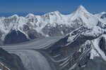 вид на север с высоты ~ 6700, видны Хан-Тенгри, ледник Звездочка, Иныльчек