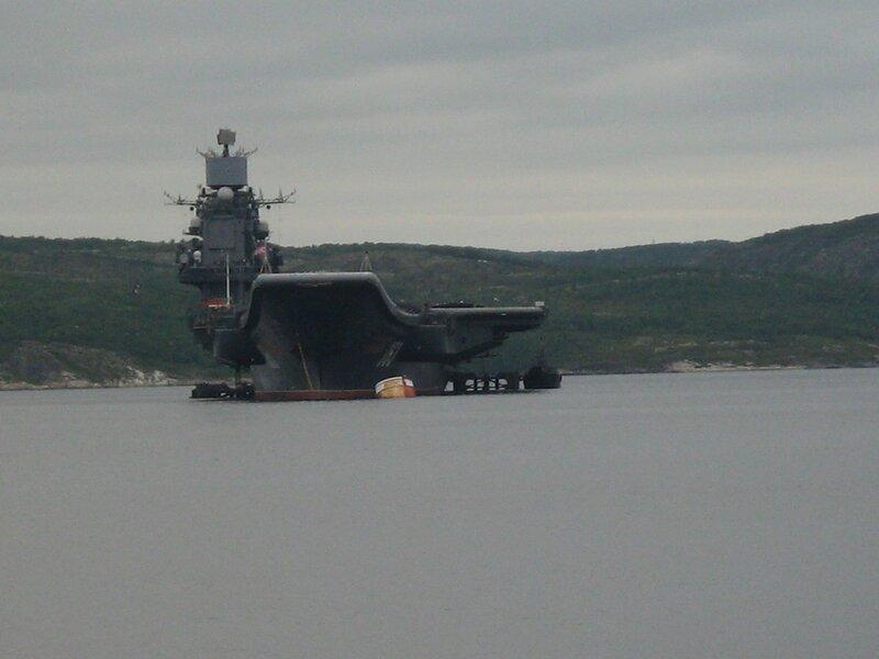 ТАКР «Адмирал Флота Кузнецов» вернулся с боевой службы. Стоянка на бочке. 23 июля 2007 года.