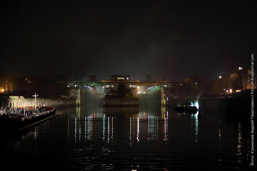 Рыбинский шлюз нижний бьеф ночное фото