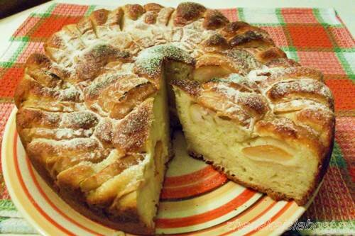творожный пирог с яблоками и  сахарной пудрой