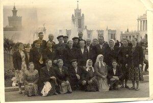 Рябчинские колхозники в составе делегации Дубровского района на ВСХВ. Москва, 1955 год.