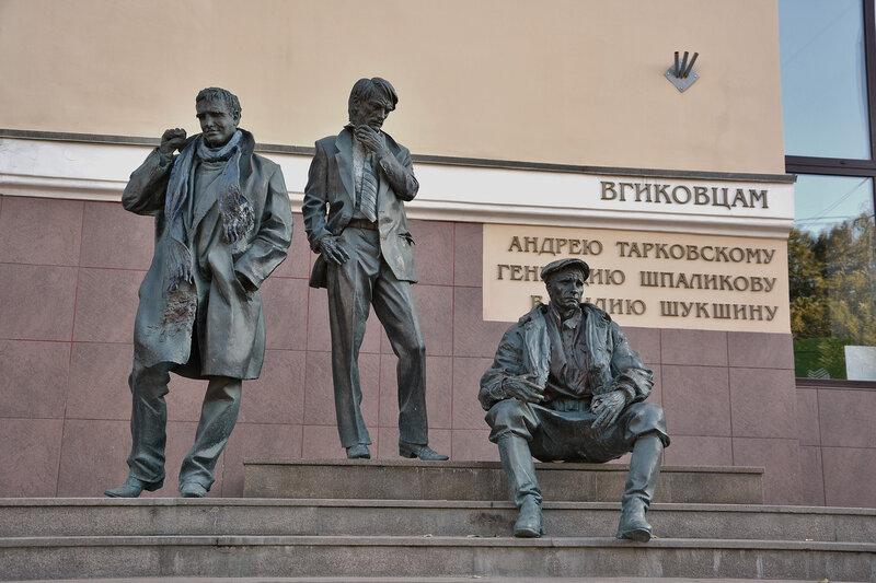 Памятник Василию Шукшину, Геннадию Шпаликову и Андрею Тарковскому.jpg