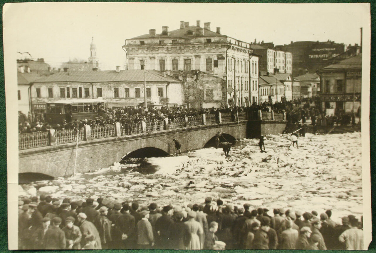 1930. Ледоход на Москве реке