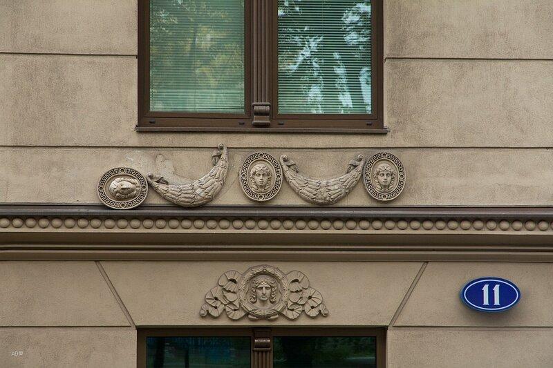 Бизнес-центр «Гоголевский 11». Ранее на этом месте находился доходный дом, построенный в 1912 году.
