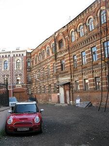 Вот такие дворики есть в центре Москвы