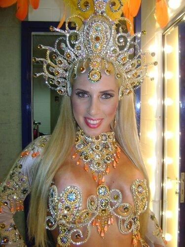 Бразильская карнавальная самба, костюм