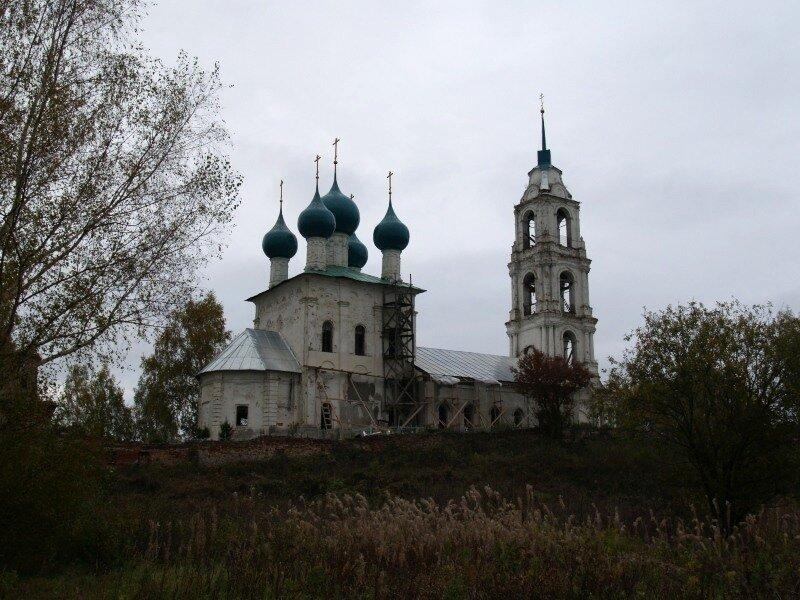 Троицкая церковь со стороны Шиголости