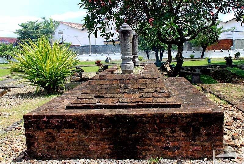 Гробницы Талло