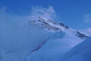 вид на спуск с Победы после снегопада с пер. Дикий