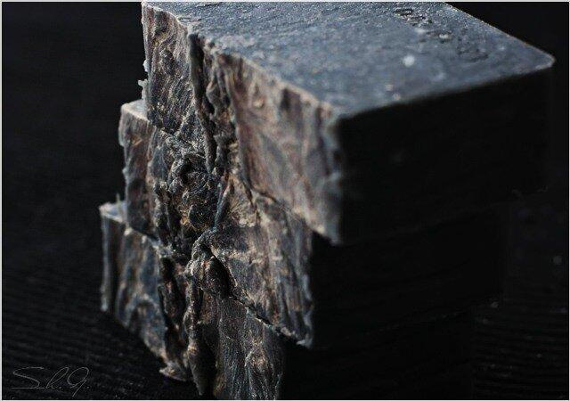 Мыло  с  углем  «Крыло  ночи»