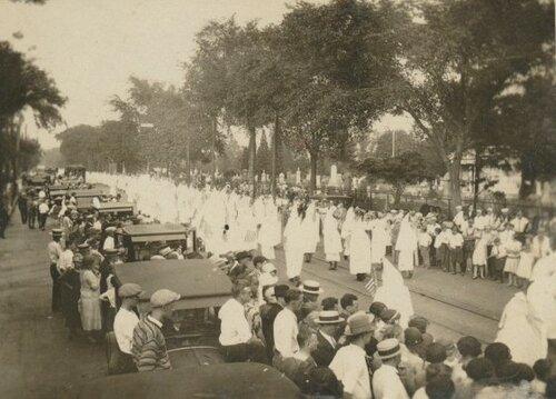 Смотр бойцов Ку-Клукс-Клана.Ричмонд, Вирджиния, 1915 год.