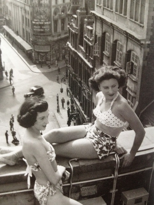 Piccadilly rooftop, 1953 by Bert Hardy.jpg