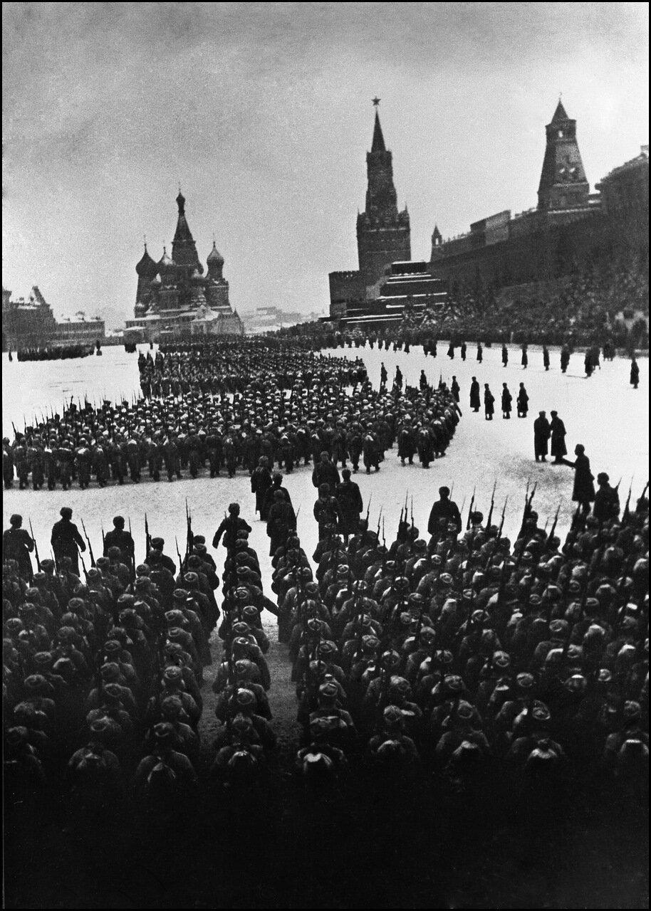 Военный парад на Красной площади. Москва, 7 ноября 1941 года.