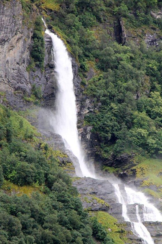 Гейрангерфьорд, Водопад Жених (Friaren)