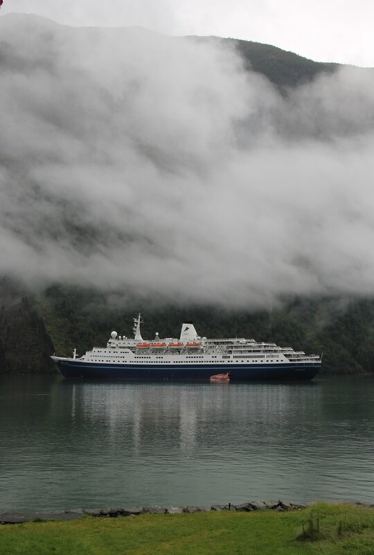 Sognefjord. Согнефьорд, круизный лайнер Марко Поло.  Marco Polo cruise ship