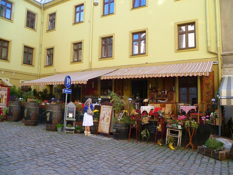 Украина, львовское кафе (Ukraine, Lviv cafe).