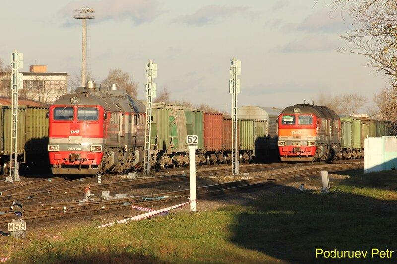 Тепловозы 2М62У-0042 и 2М62У-0081